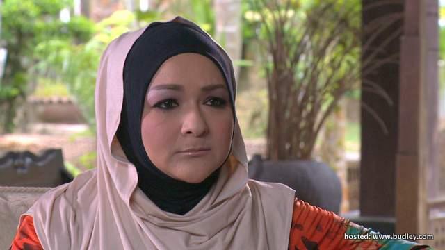 Ziela Jalil memegang watak sebagai Puan Zalia