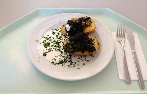 Farmerkartoffeln mit Sauerrahm & Blattspinatgemüse