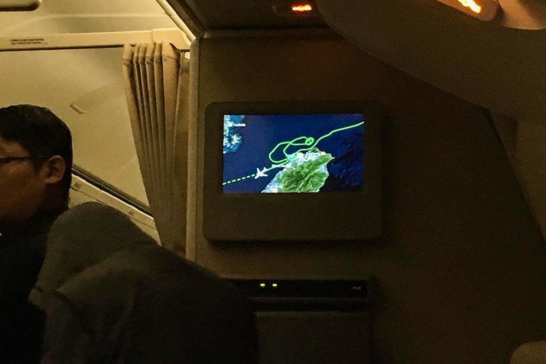 桃園機場因颱風因素關閉,盤旋後飛機降落香港。