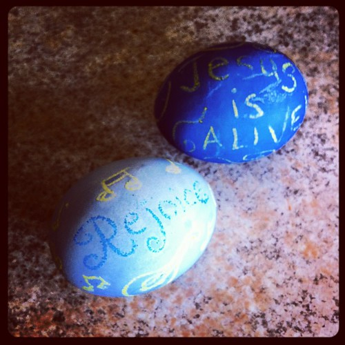Rejoice!  Jesus is alive!!! #easterweekend #rejoice #jesusisalive #jesusisthereasonfortheseason #trueblue #mandolin #troubadours #blue #blueeggs #holidaytraditions