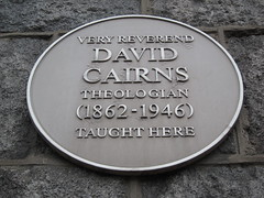 Photo of David Smith Cairns yellow plaque