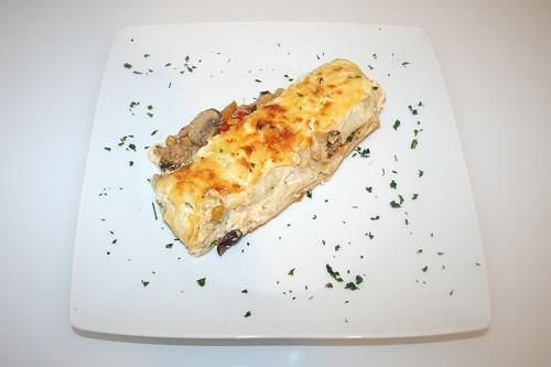 50 - Hähnchen-Tortilla-Auflauf - serviert / Chicken tortilla casserole - served