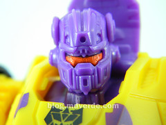 Transformers Onslaught Deluxe - G2 Fall of Cybertron - modo robot