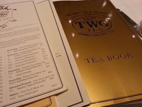 厚厚的tea book 連 tea list