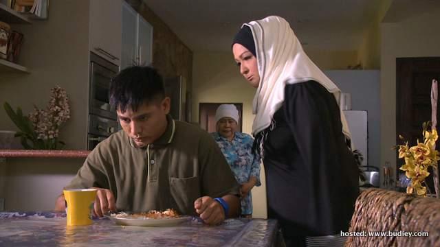 Umar yang sering di marah oleh ibunya, Puan Zalia