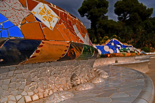 the multicolor waves of parc güell ... or the daydream of antoni gaudí