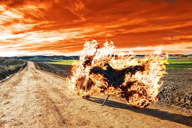 se quemo en el camino