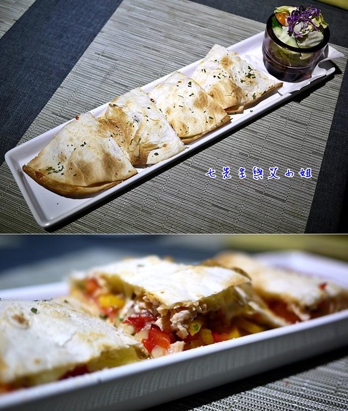 9 鮮切鮭魚佐酸豆烤餅