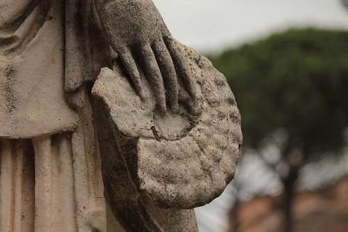 Il Canopo: particolare di statua