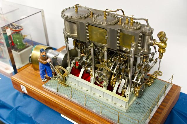 Machine vapeur triple expansion mod le r duit de for Machine vapeur cuisine