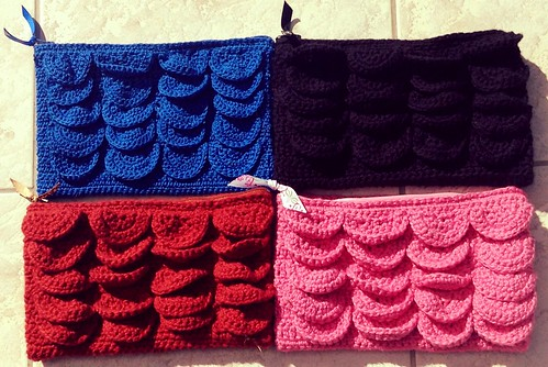 crochet pouch with crocodile stitch