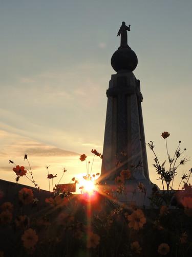 flowers orange sun flores flower monument statue sunrise flor amanecer cruz salvador elsalvador estatua oran sansalvador