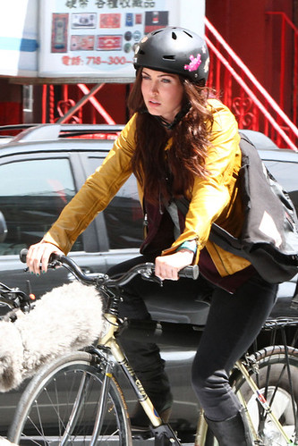 Megan+Fox+Megan+Fox+Rides+Bike+Set+TMNT+Part+Lx4cwZ5UEOBl[1]