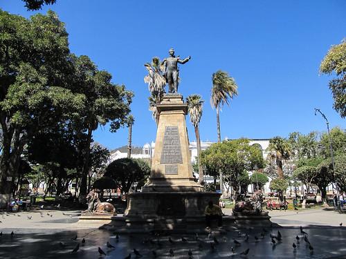 Sucre: la Plaza 25 de Mayo et la statue du général Sucre