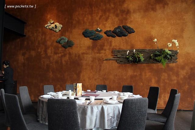 29957380465 5bc0b990e8 z - 与玥樓粵菜點心餐廳│座落於落松羽間的漂亮建築,烤鴨料理一鴨二吃名不虛傳,除了桌菜還有供應港式小點