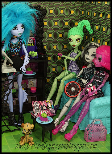 Meanwhile at the Coffin Bean by DollsinDystopia