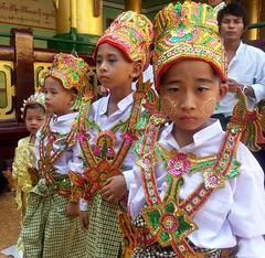 carnival(0.0), folk dance(0.0), festival(1.0), tribe(1.0), people(1.0), tradition(1.0),