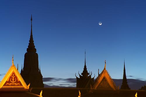 moon architecture night cambodia khmer phnompenh royalpalace