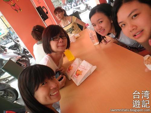 taiwan trip blog day 2 ximending taipei 101 agnes b cafe wufenpu raohe night market 6