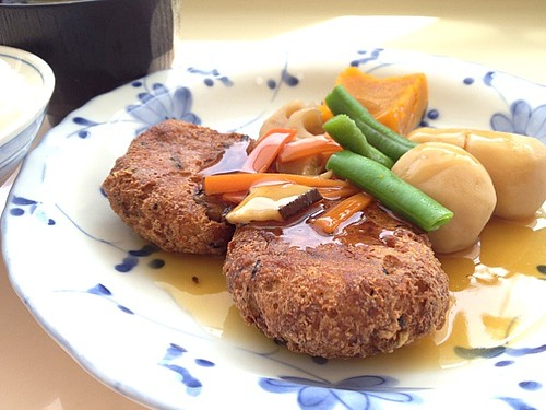 今日の社食は豆腐ハンバーグの和風あんかけ。440円。次回社食は5/7となります!