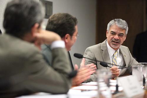 04/04/13 | Senador Humberto Costa PT/PE fala durante sessão da Comissão Temporária de Financiamento da Saúde. Foto: André Corrêa / Liderança do PT no Senado.