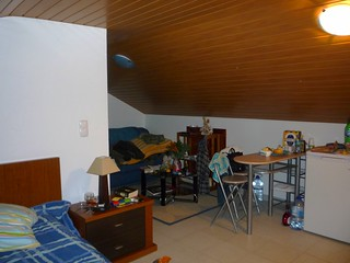 Studio unterm Dach mit offener Küchenzeile