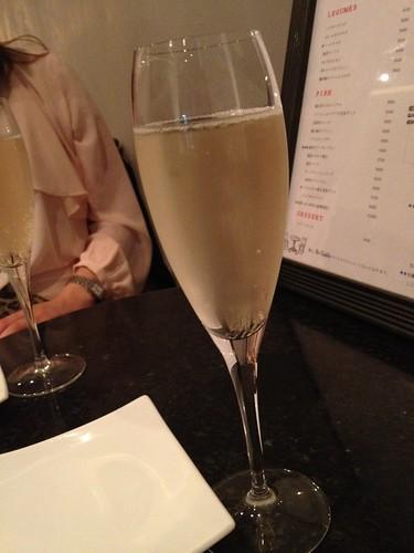 スパークリングワインで乾杯@Me Chablis(ムシャブリ)