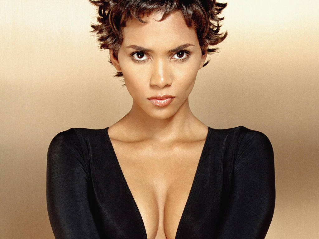 Halle-Berry-Close-up-photo1