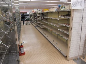 800px-Japan_earthquake_store_shelves