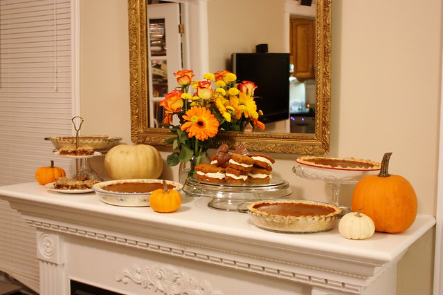 thanksgiving-dessert-mantle