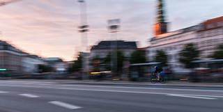 Imageof Christiansborg Palace Chapel. copenhague gente bicicleta avenida ciclista denmark movimiento persona atardecer edificio calle københavn regióncapital dinamarca dk