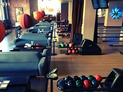 sport venue(0.0), screenshot(0.0), gym(0.0), room(1.0), interior design(1.0), ten-pin bowling(1.0), bowling(1.0),