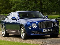 bentley continental supersports(0.0), bentley continental gtc(0.0), bentley continental gt(0.0), bentley arnage(0.0), automobile(1.0), wheel(1.0), vehicle(1.0), performance car(1.0), automotive design(1.0), bentley continental flying spur(1.0), sedan(1.0), land vehicle(1.0), luxury vehicle(1.0), bentley(1.0),
