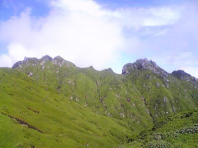 屋久島登山ルートより永田岳を望む