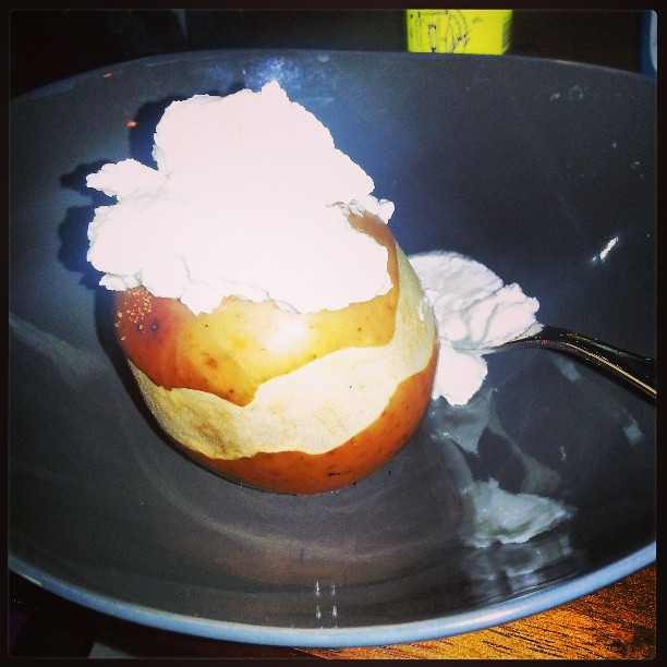 Few weeks ago I made this baked apple with yogurt. Tasty!