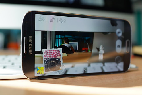 Samsung Galaxy S4 - dual view