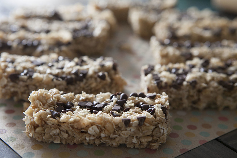 Easy to make homemade chocolate chip granola bars! They taste just like Quaker Granola bars but are made with simple, healthy ingredients!