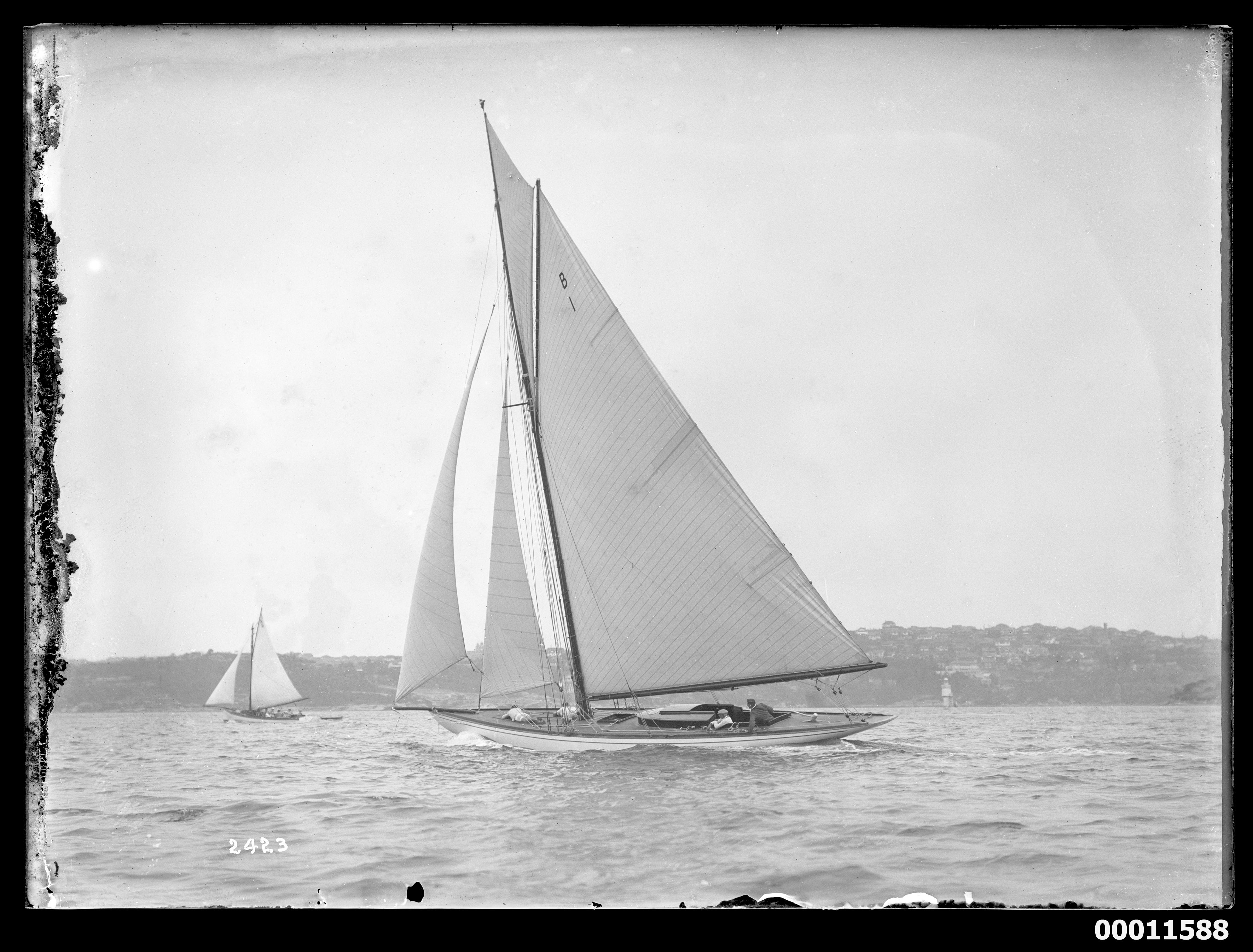 Victorian sloop EUN-NA-MARA on Sydney Harbour