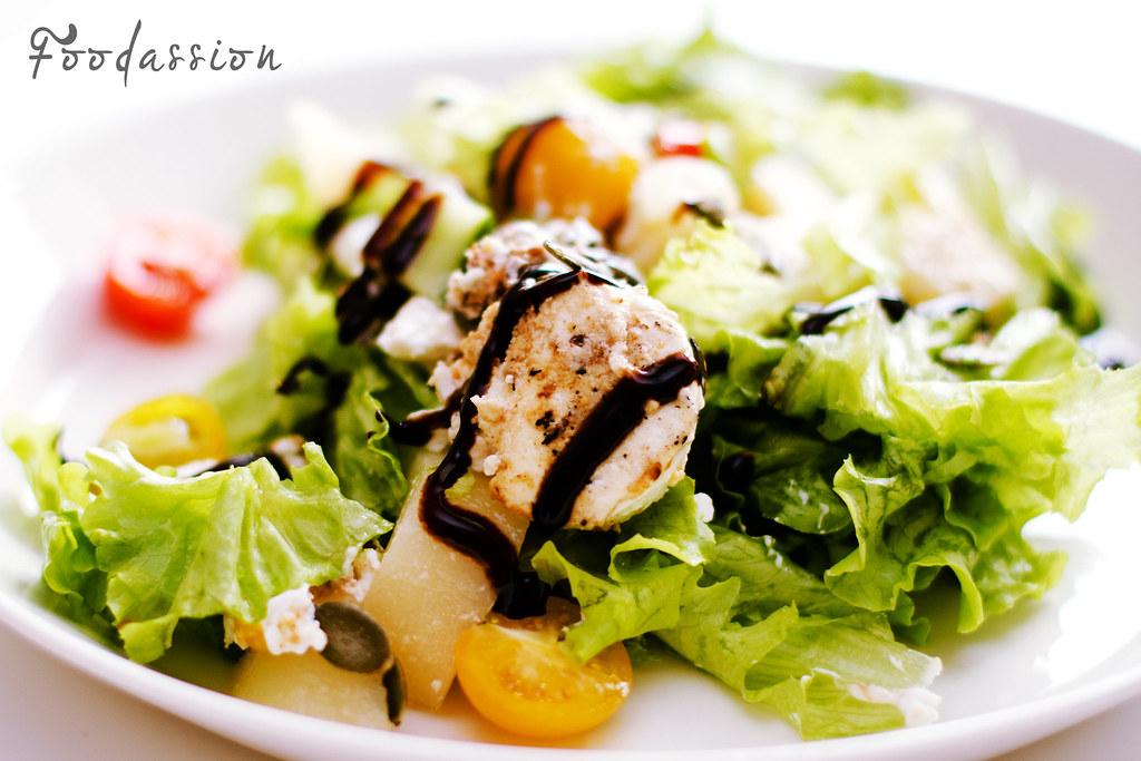 Vuohenjuusto-päärynäsalaatti