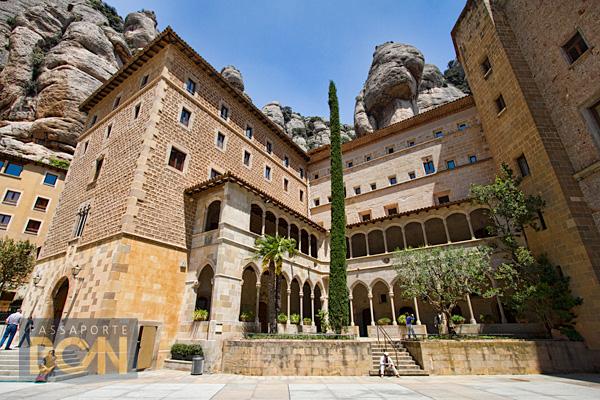 claustro, Basílica de Montserrat