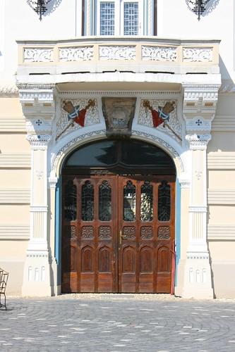 palatulepiscopalsârb serbianorthodox timișoara temesvár temeschwar banat romania românia europe piațaunirii door doorway