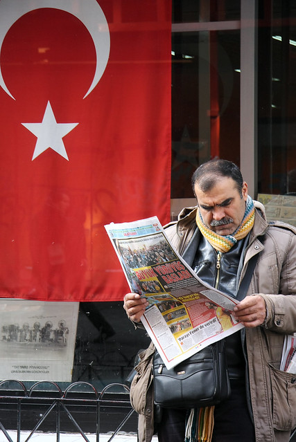 A man in Istiklal avenue, Istanbul, Turkey イスタンブール新市街、イスティクラール通りの男性