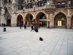 Farah schwebt über den Marienplatz