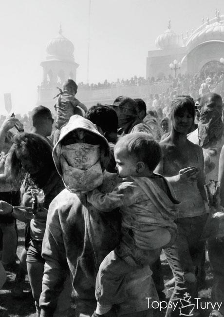 festival-color-baby-boy-reader-temple