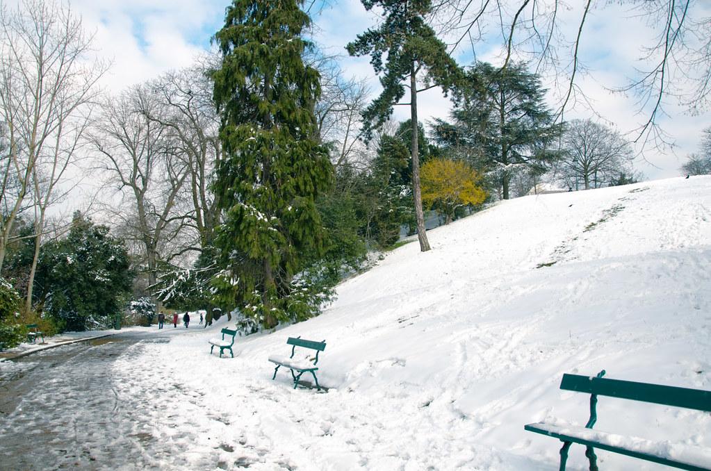 Les Buttes Chaumont enneigées