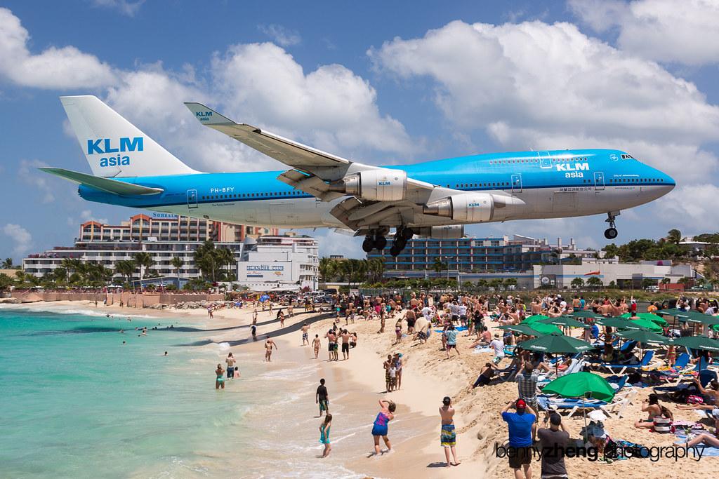 KLM B744 over Maho Beach