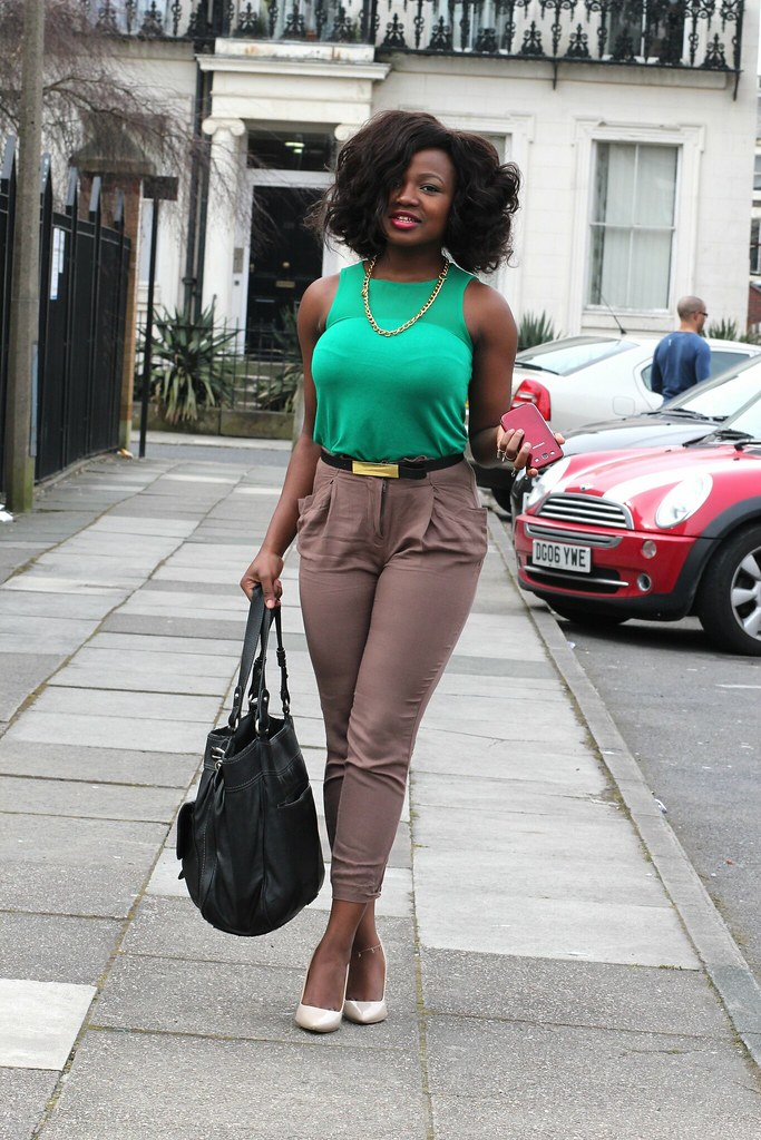 Cropped Pants Trend, cropped trousers, cropped pants, brown trousers, brown pants, green top, needle heel stilettos, stylish look, dinner date look, lunch date look