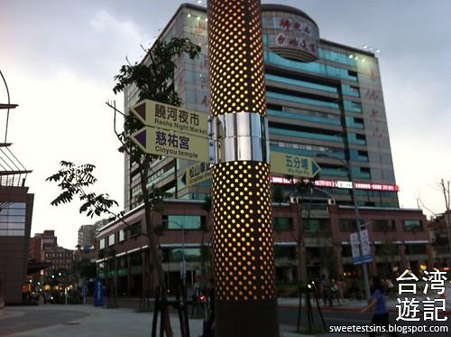 taiwan trip blog day 2 ximending taipei 101 agnes b cafe wufenpu raohe night market 26