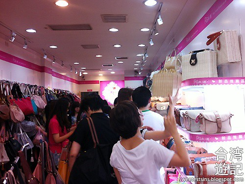 taiwan trip blog day 2 ximending taipei 101 agnes b cafe wufenpu raohe night market 30