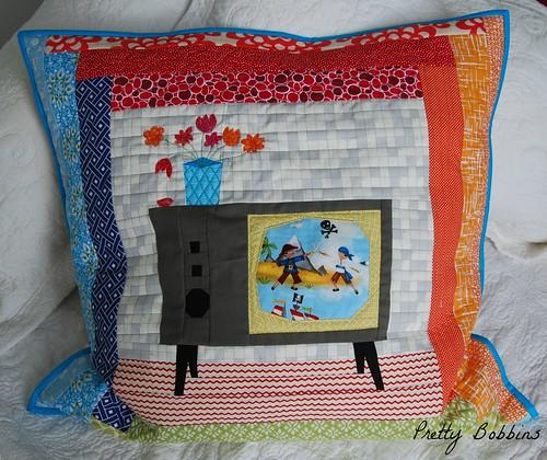 PP retro TV cushion